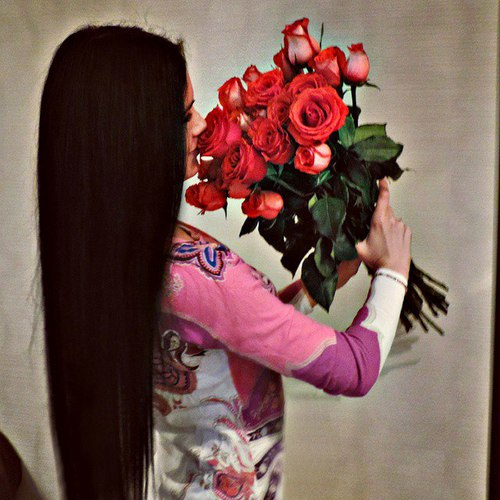 long-hair-cute-girl-with-red-roses